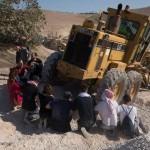 KHAN AL-AHMAR. Demolizione congelata, Israele ora parla di negoziato