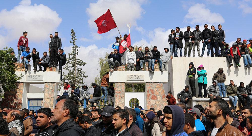 Lo sciopero dei dipendenti pubblici a Tunisi