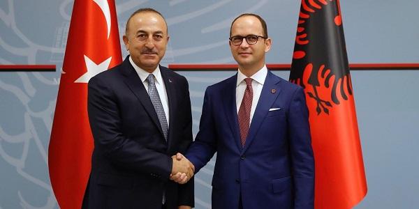 Il ministro degli esteri turco Cavusoglu visita l'Albania, ottobre 2018.