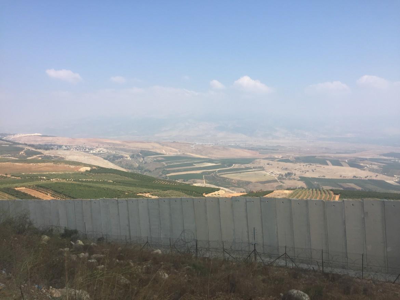 Il nord di Israele visto dal versante libanese del confine © Michele Giorgio