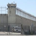 Sommossa del detenuti palestinesi nel carcere di Ofer, 150 feriti