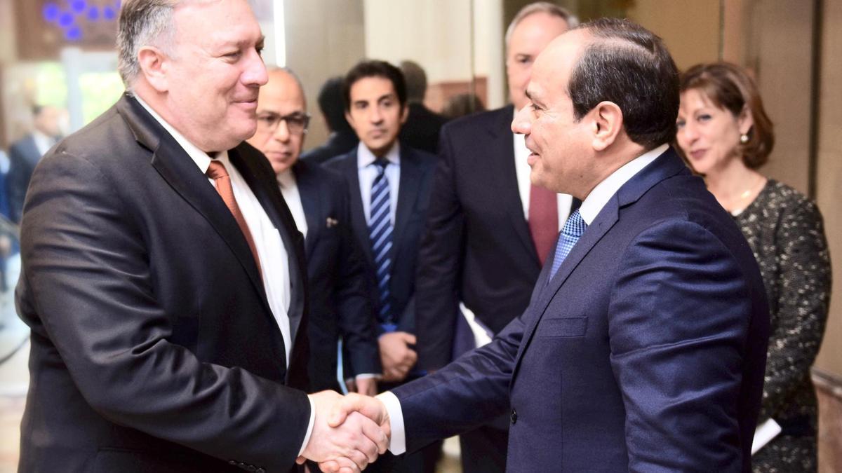 Il segretario di Stato Usa Pompeo con il presidente egiziano al- Sisi (Foto: Epa)