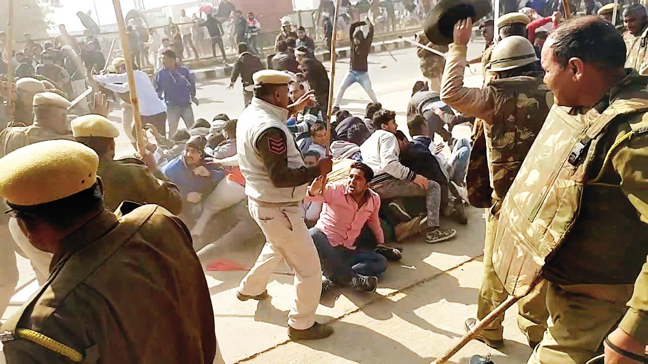La polizia sudanese reprime la protesta ad al-Qadarif (Foto: Voa)