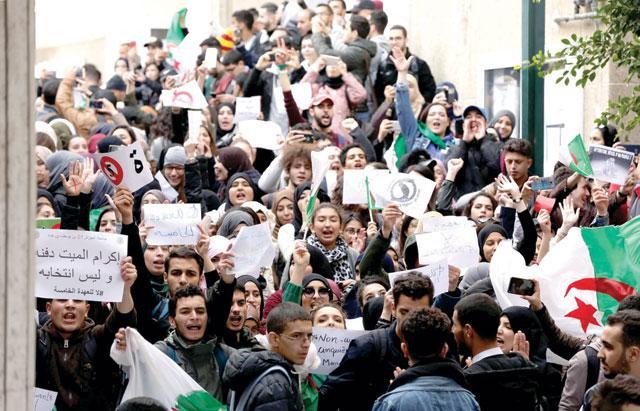 La protesta di ieri degli studenti algerini (Foto: Reuters)