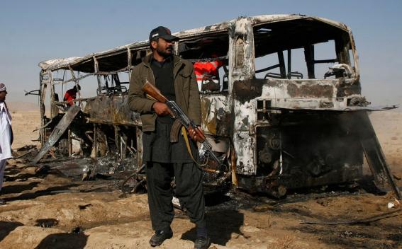 L'autobus dei pasdaran distrutto nell'attentato