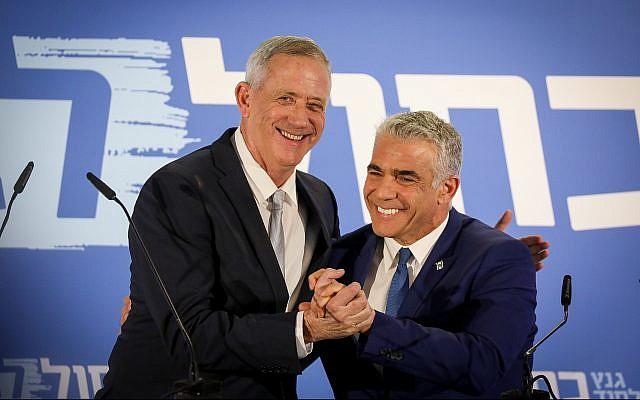 L'ex capo di Stato maggiore Benny Gantz e il giornalista Yair Lapid lanciano la nuova lista (Foto: Noam Revkin Fenton/Flash90)