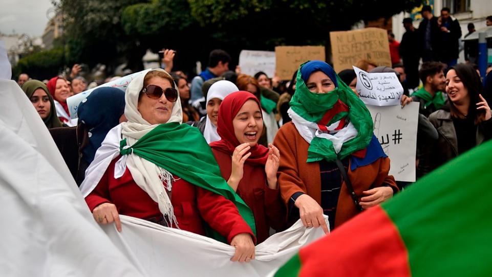 La manifestazione ad Algeri dell'8 marzo guidata dalle donne (Foto: Twitter)