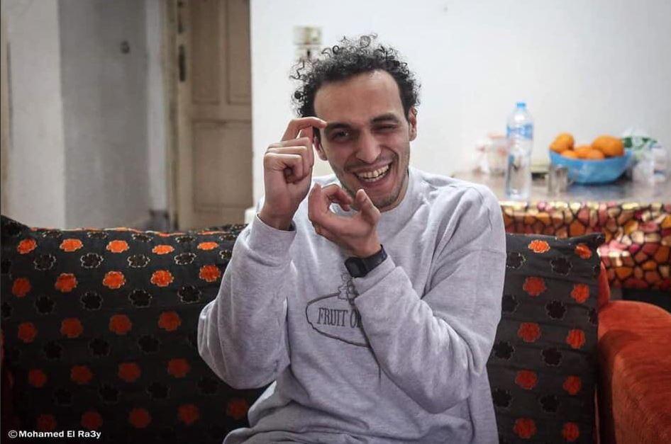 Mahmoud Abu Zeid libero nella sua casa al Cairo (Foto: Mohammed El-Ra3y/Twitter)