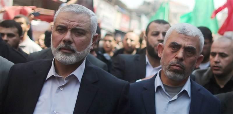 Il leader di Hamas Haniyeh (sinistra) con Yahya Sinwar, capo politico di Hamas a Gaza