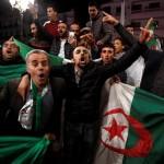ALGERIA. Bouteuflika si dimette, piazze in festa ma con prudenza