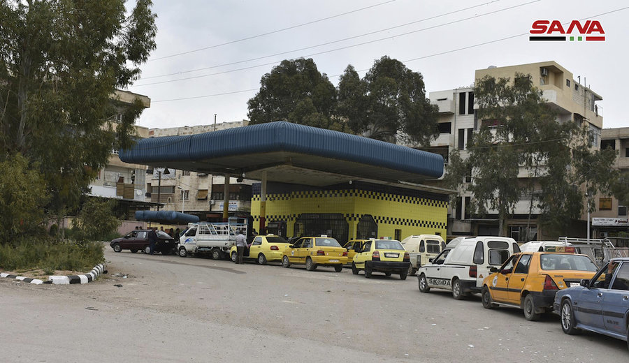 Code alle pompe di benzina a Damasco (Foto: Sana)