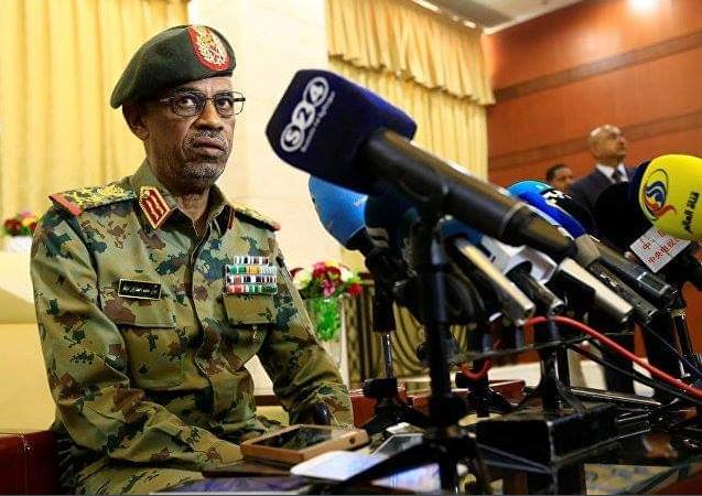 Il generale Ibn Auf rassegna le dimissioni (Fonte: Twitter)