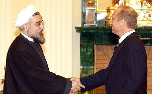 Il presidente iraniano Hassan Rohani con il leader russo Vladimir Putin