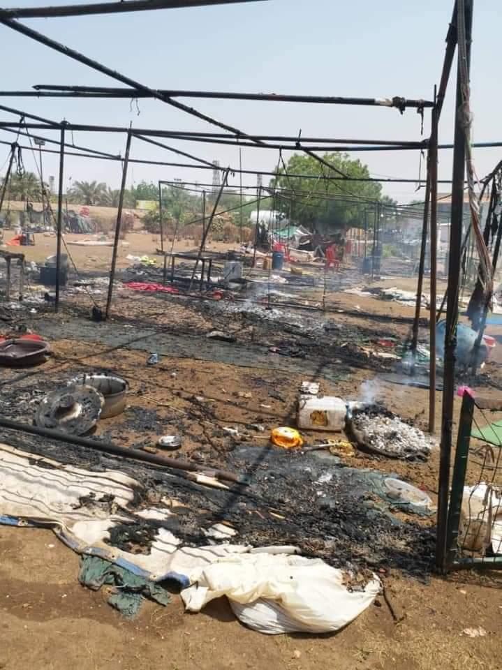 Il presidio bruciato dall'esercito (Foto inviate dagli attivisti)