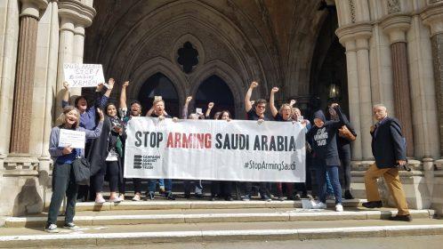 Gli attivisti di Caat festeggiano la sentenza di fronte all'Alta corte d'appello