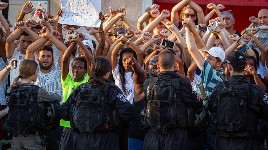 Proteste in Israele per l'uccisione di Solomon Tekah