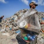 Gaza sommersa dai rifiuti, ad aiutarla c'è l'Italia