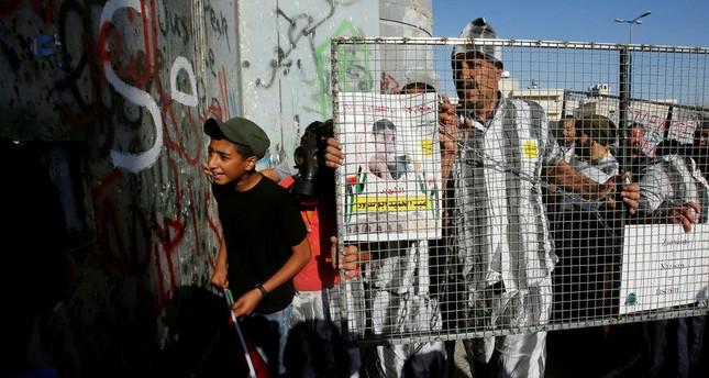 Protesta in solidarietà ai detenuti palestinesi (Foto: Reuters)