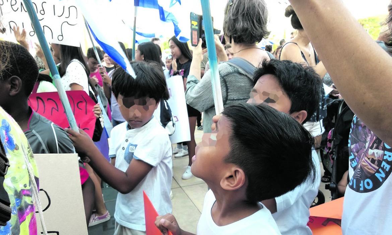 Tel Aviv. Manifestazione di famiglie filippine contro le espulsioni