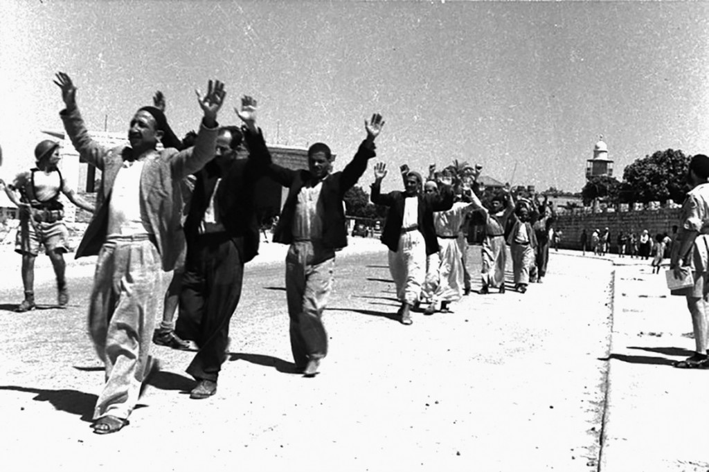 Palestinesi arrestati a Ramle, vicino Tel Aviv (Foto: Gpo)