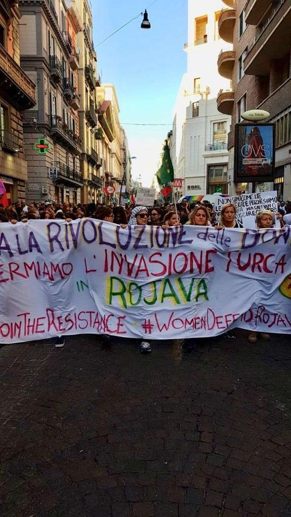 Corteo a Napoli (foto di Roberto Prinzi)