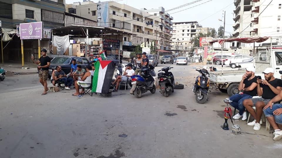 L'ingresso bloccato del campo profughi di Beddawi (Tripoli) lo scorso luglio durante le proteste palestinesi (foto  NNA)