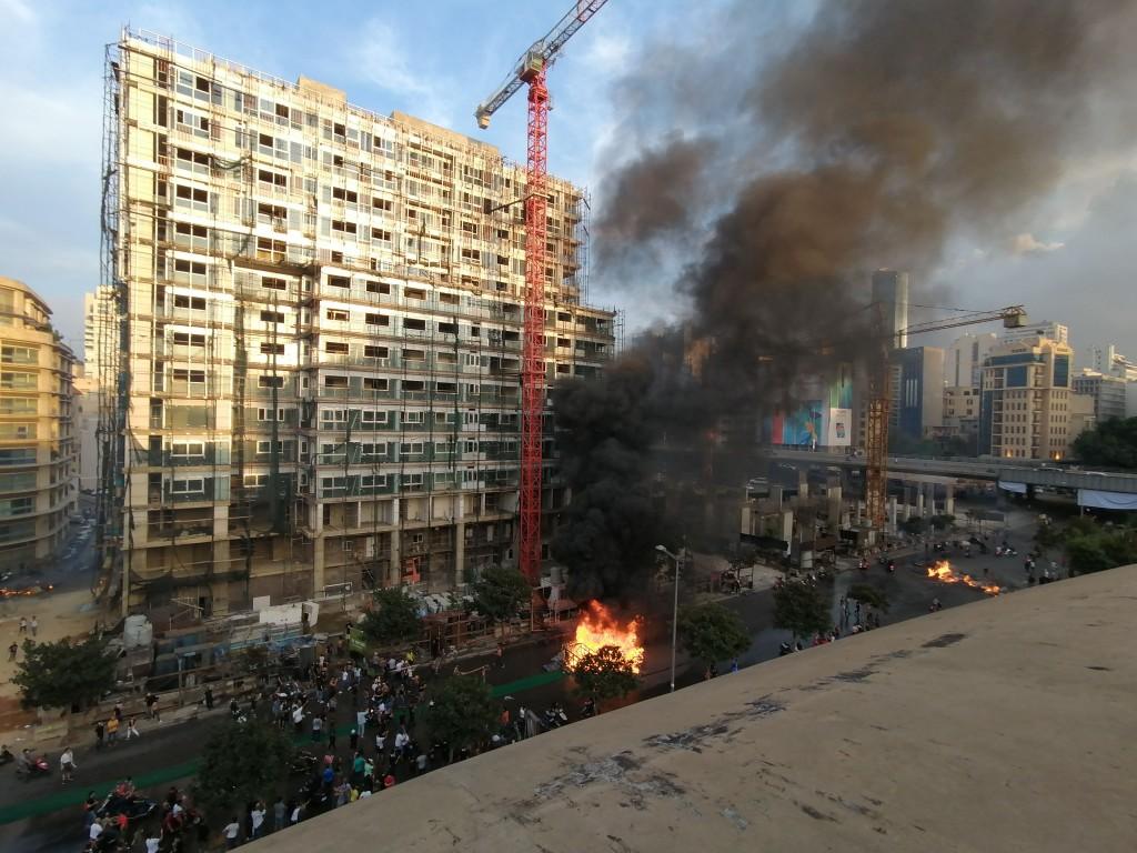 Scontri a Beirut (Foto: Roberto Renino/Nena News)