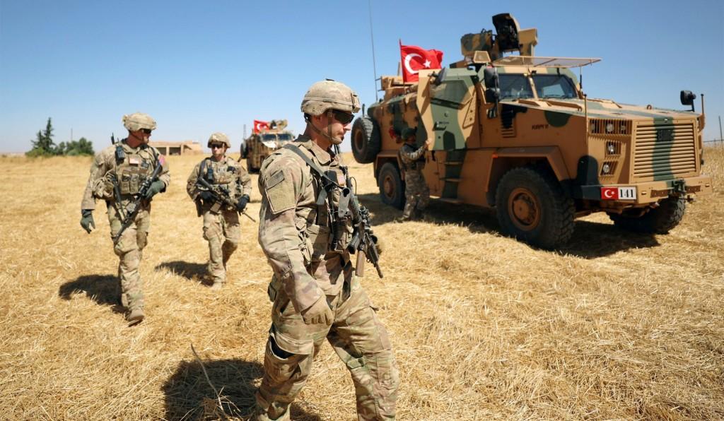 Esercito turco a confine con il nord della Siria. (Rodi Said/Reuters)