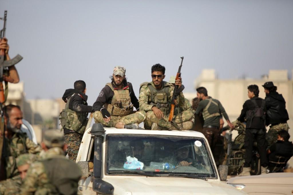 Le milizie islamiste filo-turche verso Tal Abyad  (foto LaPresse)
