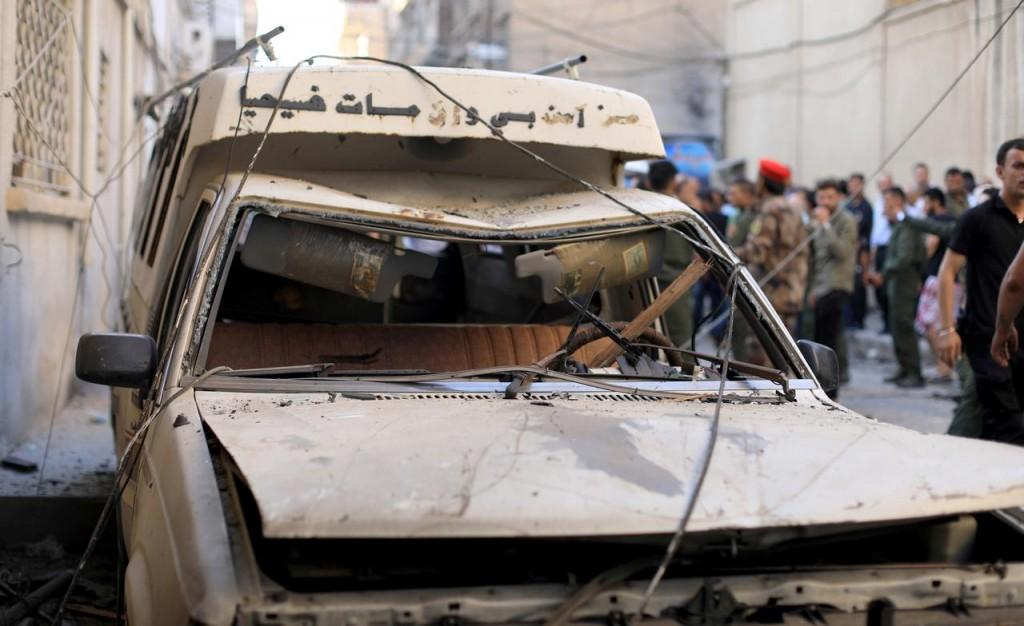 Conseguenze dell'attentato suicida ieri a Qamishlo (Foto: Reuters)