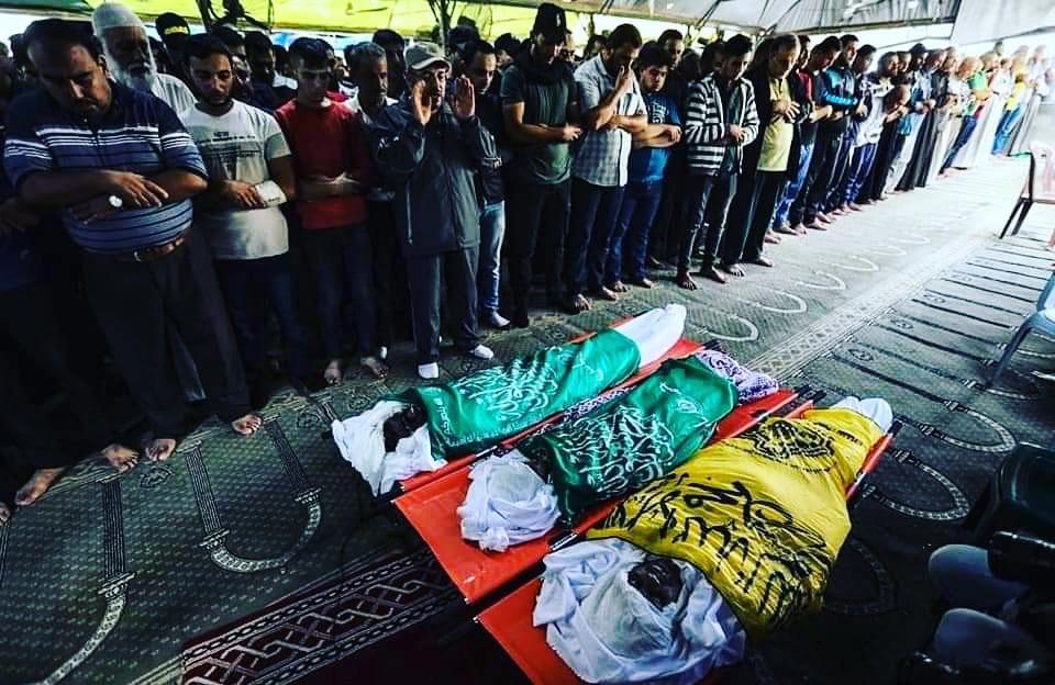 I funerali di tre minori a Gaza (Foto: Palestine Talk)