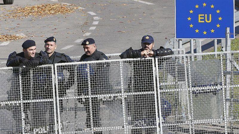 Poliziotti croati al valico di Maljevac con la Bosnia (Fonte: Epa Efe)