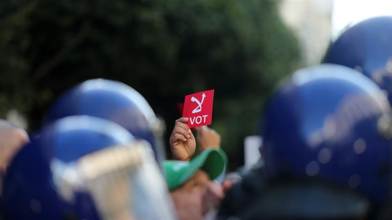 Proteste contro le presidenziali algerine (Foto: Reuters)