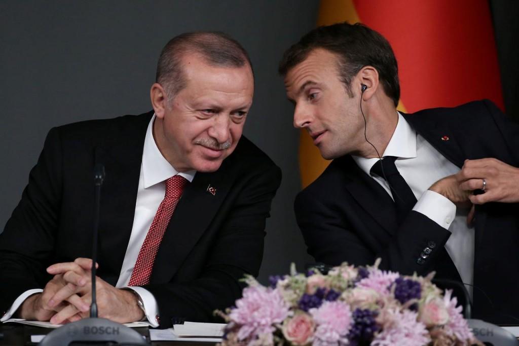 Da sinistra a destra: presidente turco Erdogan e il suo parti francese Macron. (Foto: Reuters)