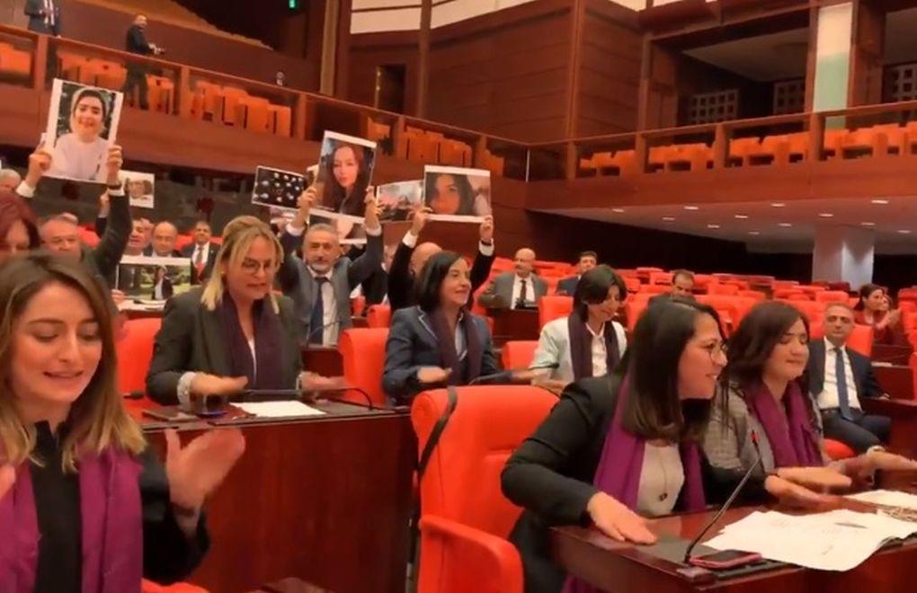 Le parlamentari turche del Chp domenica (Foto: Bia News)
