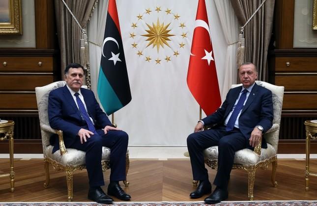 Il premier di Tripoli Serraj con Erdogan ad Ankara nel marzo scorso (Foto: AA Photo)