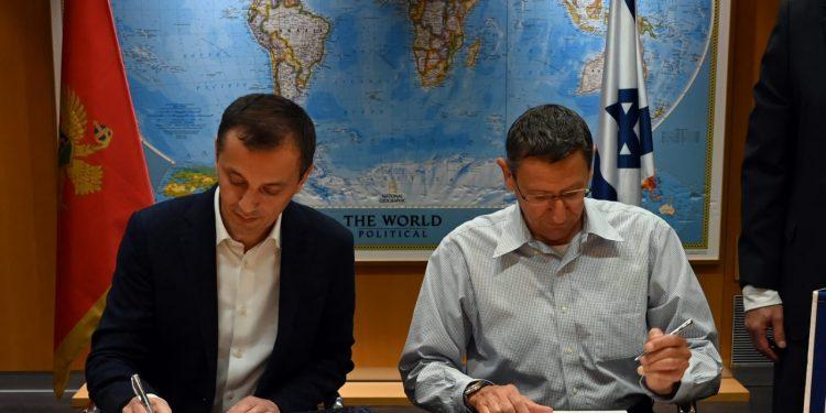 Il ministro della Difesa montenegrino Pedrag Bosković e il direttore generale del ministero israeliano Udi Adam  (Foto: Ariel Hermoni/Ministero della Difesa israeliano)