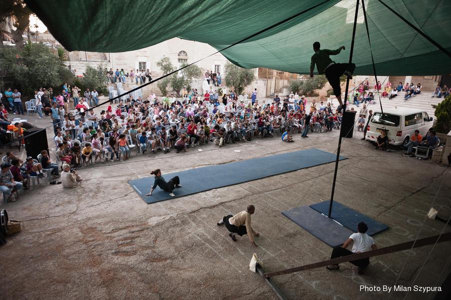 Uno spettacolo della Scuola di Circo di Ramallah (Fonte: palcircus.ps)