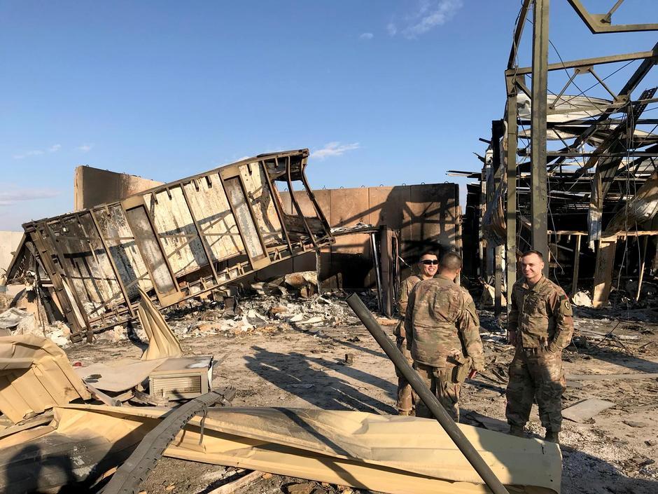 Militari Usa fuori base aerea di Ain-Al-Asad, Iraq. (Foto: Reuters)