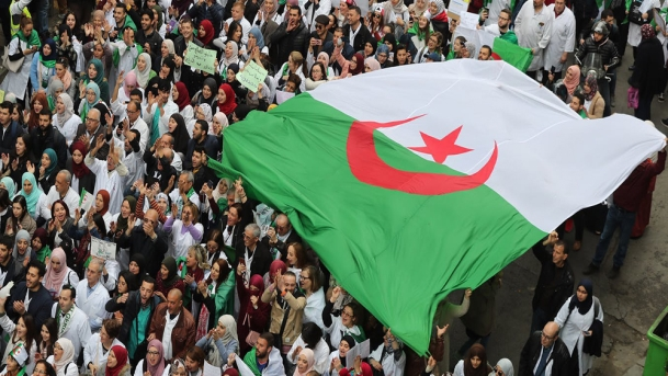 Proteste in Algeria (Foto: Reuters)