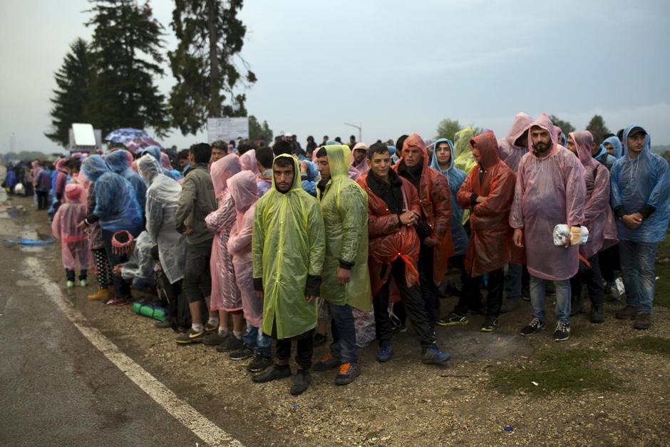 Migranti tra Serbia e Croazia (Foto: Reuters)