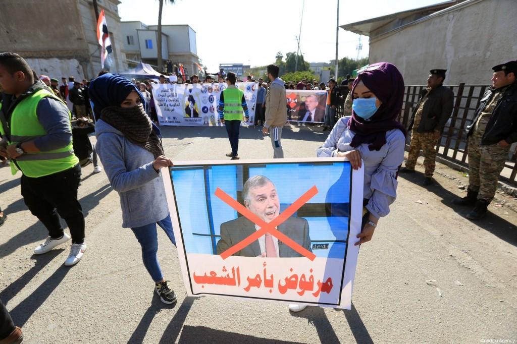 Protesta a Baghdad contro il nuovo premier, Mohammed Tawfiq Allawi (Foto: Murtadha Al-Sudani / Anadolu Agency)