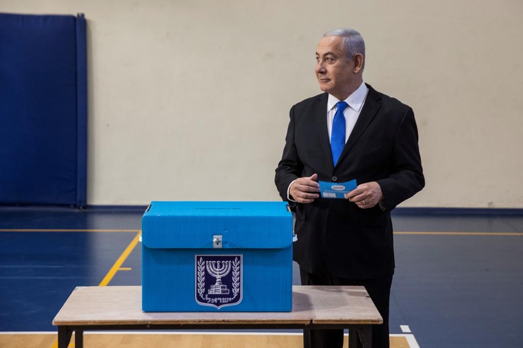 Il premier Netanyahu alle urne il 17 settembre 2019 (Foto: Reuters)