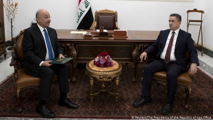 Da sinistra a destra: il presidente iracheno Salih e il premier incaricato al-Zurfi (Foto: Reuters)