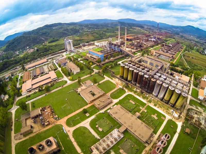 Una veduta dall'alto dell'azienda Alumina (Fonte: https://aluminazv.ba/en)