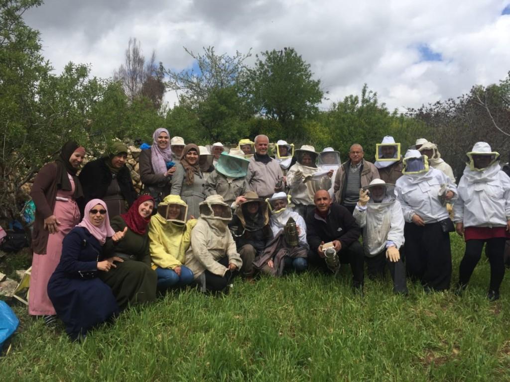 Apicoltori e apicoltrici a Ramallah