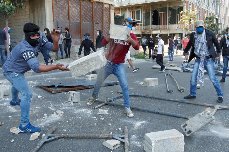 Manifestanti a Beirut (foto Reuters)