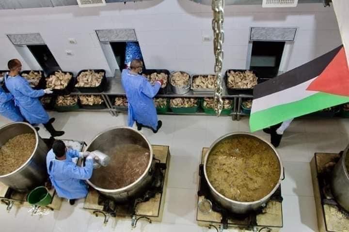 Il ristorante della città vecchia di Hebron mentre prepara i pasti per il Ramadan (Foto: Fidaa Abu Hamdiyyeh)