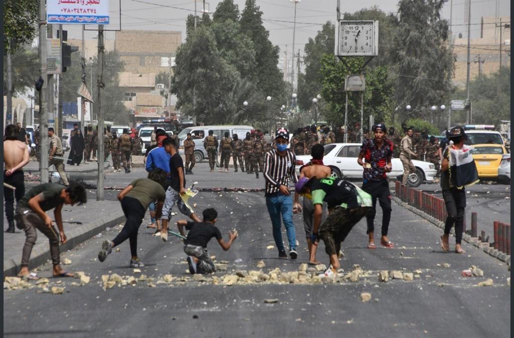 Manifestazione a Bassora (foto: Twitter)