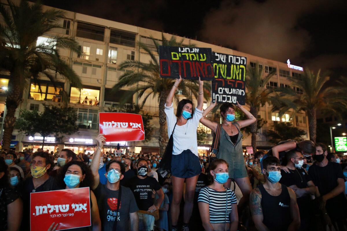 Protesta a Tel Aviv di sabato contro la gestione dell'epidemia di Coronavirus da parte del governo israeliano (Foto tratta dall'agenzia Anadolu)